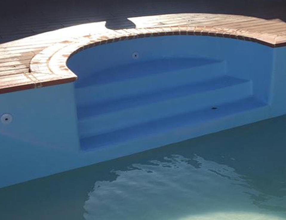 Modelos de escadas de piscinas